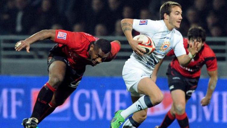 Benoit Paillaugue (Montpellier) entre la défense lyonnaise