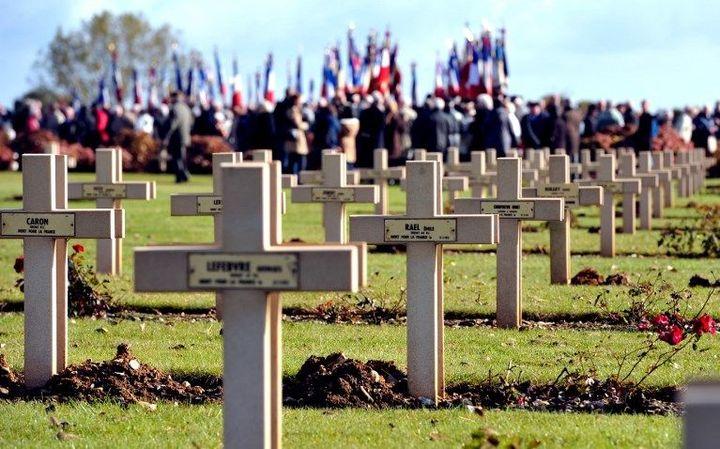 Cérémonie au cimetière militaire de Notre-Dame de Lorette (Pas-de-Calais), le 16 octobre 2012, en l'honneur des soldats originaires d'Afrique du Nord, morts notamment pendant la Première guerre mondiale. (PHILIPPE HUGUEN / AFP)