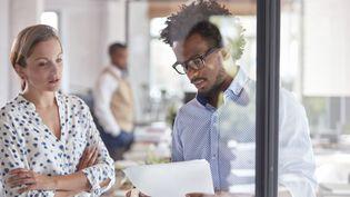 En 2014, les salariées du privé gagnaienten moyenne 14% de moins de l'heure que leurs collègues masculins en 2014, selon des chiffres de l'Insee. (CAIA IMAGE / SCIENCE PHOTO LIBRARY / NEW / AFP)