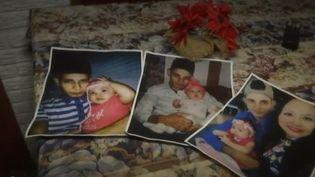 Les photos du père et de sa fillette,retrouvés noyés sur la rive dufleuve Rio Bravo. (FRANCE 2)