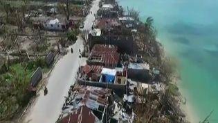 Survol de la ville haïtiennede Port-Salut frappée par l'ouragan Matthew, le 9 octobre 2016 (EVN)