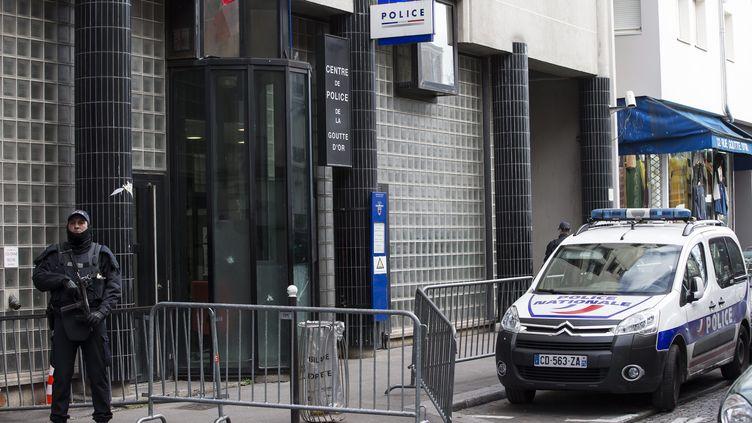 Le commissariat de la Goutte d'Or, dans le 18e arrondissement de Paris, en janvier 2016. (IAN LANGSDON / EPA)