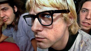 A cette époque, Kurt Cobain décide de changer de look pour se balader incognito dans les festivals dont il est la tête d'affiche.  (Steve Gullick)