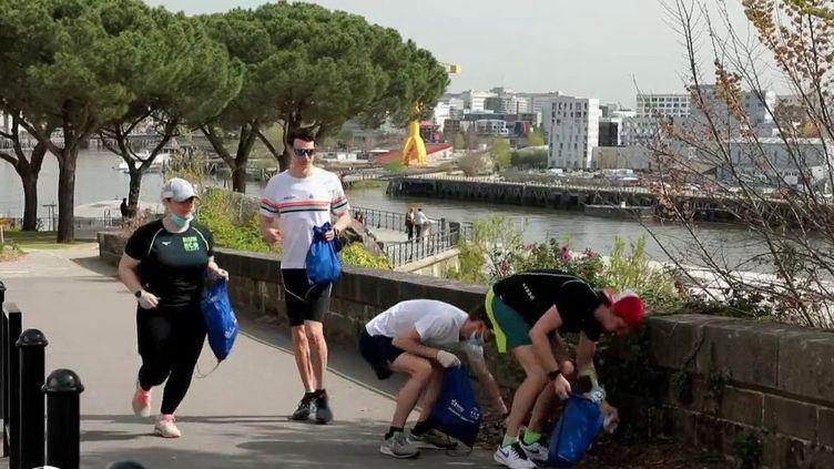 Environnement : les adeptes du plogging font leur jogging tout en ramassant des déchets (France 2)