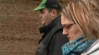 Guillaume et Aurore Fumoleau, agriculteurs dans la Vienne dont l'exploitation est menacée car endettée. (FRANCE 2)