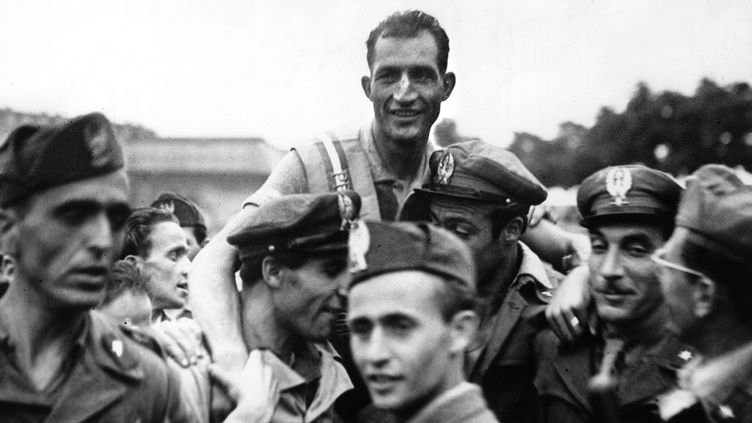 Le cycliste italien Gino Bartali, vainqueur du Giro, le 7 juillet 1946. (PUBLIFOTO)