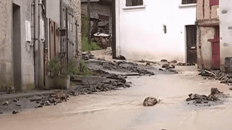 Intempéries : coulée de boue dans les Pyrénées (France 3)
