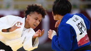Amandine Buchard a été battue par la Japonaise Uta Abe, le 25 juillet en finale des Jeux olympiques de Tokyo. (FRANCK FIFE / AFP)