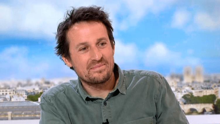 """Vincent Munier, invité d'Elise Lucet : """"Montrer le beau, ca peut sensibiliser les gens""""  (France 2 Culturebox)"""