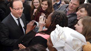 François Hollande a visité le quartier des Grésilles, le 11 mars 2013 à Dijon (Côte-d'Or), lors d'une visite de deux jours. (PHILIPPE WOJAZER / AFP)