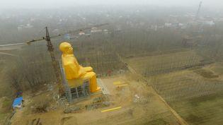 La statue géante de Mao Zedong, dans le district de Tongxu (Chine), le 4 janvier 2016. (STRINGER / IMAGINECHINA / AFP)