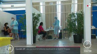 Des consultations pour des tests, près de Saint-Tropez. (France 2)