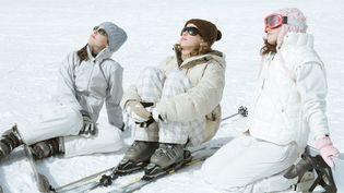 En plus des rayons transmis par le soleil, la neige a un effet de réverbérationet renvoie 80 à 90% des UV, d'où l'importance de bien se protéger les yeux. (MAXPPP)