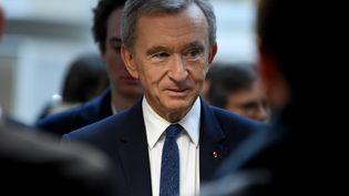 Le patron du groupe LVMH, Bernard Arnault, à Paris en avril 2018. (ERIC PIERMONT / AFP)
