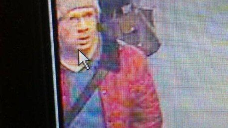 Une photo du tireur présumé prise à la station de métro Concorde,le 18 novembre 2013, par une caméra de surveillance de la RATP. (DR)