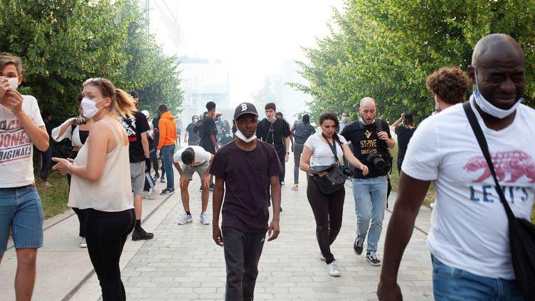 Des heurts ont éclaté avec les forces de l'ordre mardi 2 juin à Paris lors de la manifestation contre les violences policières. (MICHEL RUBINEL / AFP)