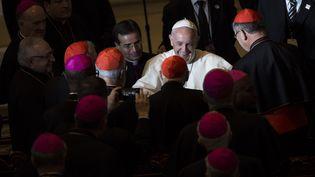 Le pape François rencontre des évêques et des cardinaux à Wynnewwod (Etats-Unis), le 27 septembre 2015. (DREW ANGERER / GETTY IMAGES NORTH AMERICA / AFP)