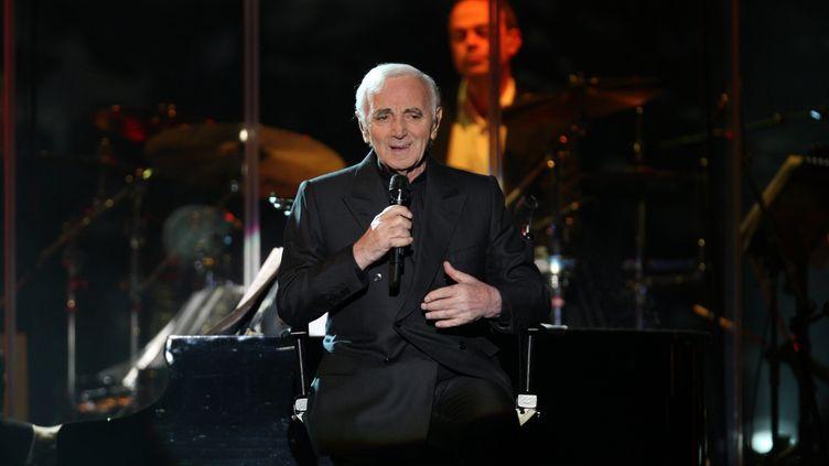 Charles Aznavour en concert, le 30 novembre 2011. (JEROME BRULEY / MAXPPP)