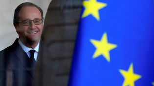 François Hollande à l'Elysée, le 1er décembre. (PHILIPPE WOJAZER / REUTERS)