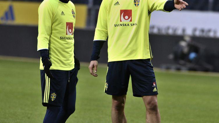 Zlatan Ibrahimovic hilare à l'entraînement avec son compatriote Erkan Zengin (CLAUDIO BRESCIANI/TT / TT NEWS AGENCY)