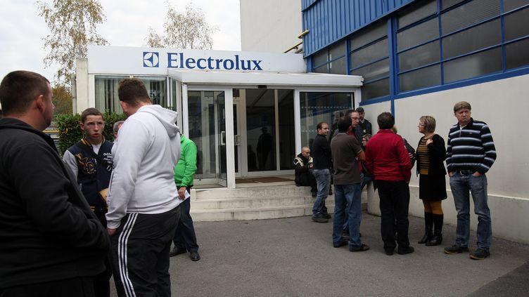 CHARLEVILLE LE 22/10/2012 - La directrice de l'usine Electrolux de Revin a tenu en début de journée a informer les employés de la décision prise par le groupe de fermer l'usine en 2014 et les chaînes de montage se sont aussitôt arrêtées (ANGEL GARCIA / MAXPPP)