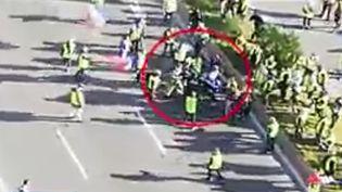 Le commandant Andrieux face à des manifestant à Toulon, le 5 janvier 2018 (Capture d'écran 12/13 France 3)