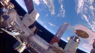 Capture d'écran d'une vidéo montrant une capsule Dragon de SpaceX apportant le module BEAM à la station spatiale internationale, le 10 avril 2016. (NASA)