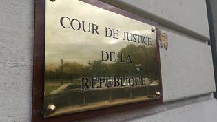 Plaque de la Cour de justice de la République, à Paris. (MARIE MARTIROSSIAN / FRANCE-INFO)