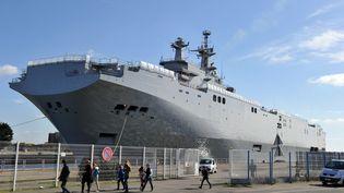"""Le """"Vladivostok"""" dans le port deSaint-Nazaire (Loire-Atlantique), le 5 mars 2014. (FRANK PERRY / AFP)"""
