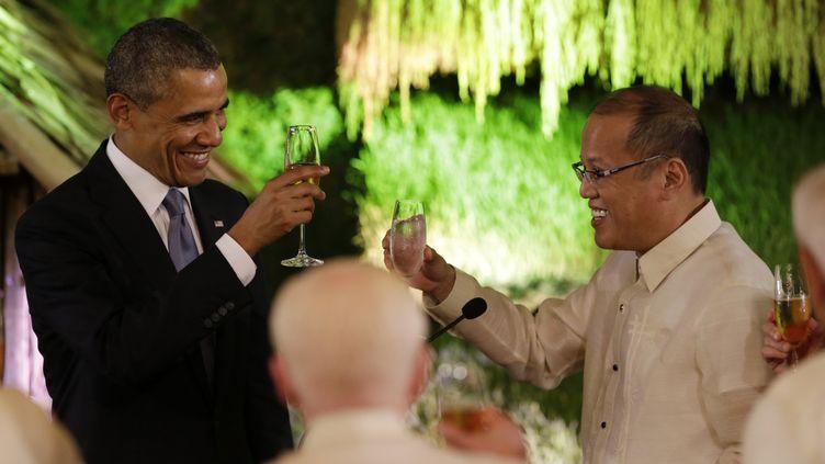 Le président américain Barack Obama et le président philippin Benigno Aquino, lundi 28 avril 2014 à Manille. (REUTERS)