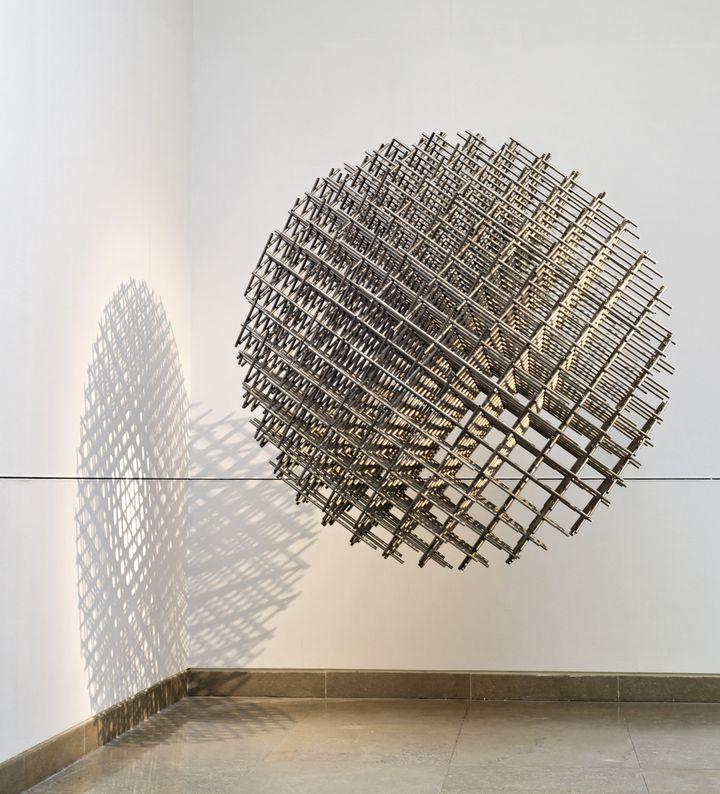 Sphère-trames, 1962  (Gilles Vilquin / MBA Caen / Adagp, Paris, 2015)