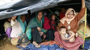 Des musulmans rohingyas dans une tente dans un camp au Bangladesh, le 1er septembre 2017. (CITIZENSIDE/SUVRA KANTI DAS / AFP)