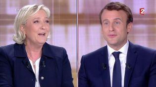 Marine Le Pen et Emmanuel Macron sur le plateau du débat de l'entre-deux-tours, à la plaine Saint-Denis (Seine-Saint-Denis), le 3 mai 2017. (FRANCE 2)