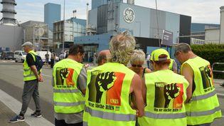 Mobilisation des salariés de General Electric, devant le site de Belfort, le 3 juin 2019. (PATRICK HERTZOG / AFP)