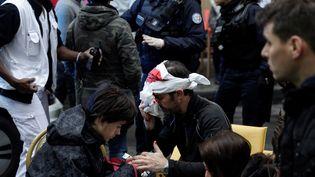 L'explosion a fait au moins 10 blessés graves. Environ 150 personnes sont recueillies à la cellule d'accueil mise en place à la mairie du 9e arrondissement de Paris. (GEOFFROY VAN DER HASSELT / AFP)