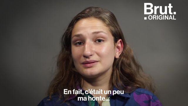 """Longtemps, Léa s'est empêchée de parler du handicap de son frère, Anton. Aujourd'hui, elle veut briser le tabou avec son podcast """"Décalés"""" et faire connaître la réalité du quotidien des familles concernées."""