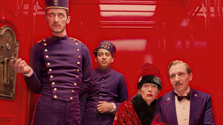 "Tony Revolori, Ralph Fiennes et Tilda Swinton dans ""The Grand Budapest Hotel"" de Wes Anderson  (Twentieth Century Fox France )"