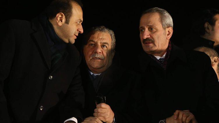 Les ministres turcs des Affaires européennes (à gauche) Egemen Bagis, del'Intérieur (au centre),Muammer Guler, et de l'Economie (à droite)Zafer Caglayan, à Ankara (Turquie), le 24 décembre 2013. (ADEM ALTAN / AFP)