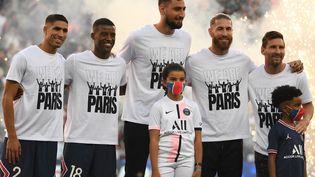 Présentation de Achraf Hakimi, Georginio Wijnaldum,Gianluigi Donnarumma, Sergio Ramos et Lionel Messi recrutés par le Paris Saint-Germain, le 14 août 2021, au Parc des Princes.  (BERTRAND GUAY / AFP)