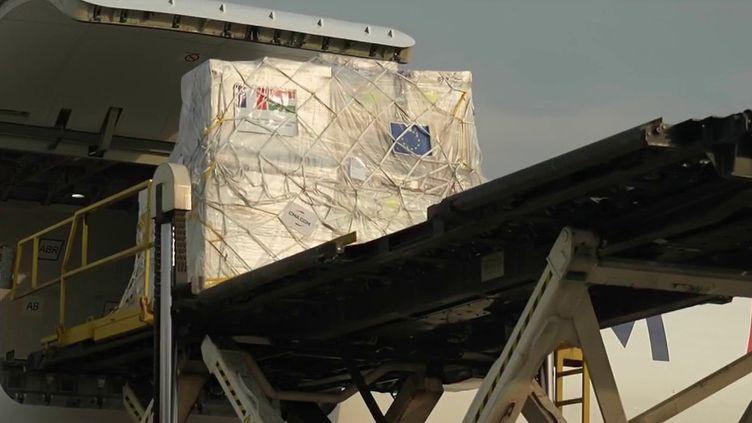 Inde : 28 tonnes de matériel médical envoyé par la France arrivent à New Delhi (France 2)