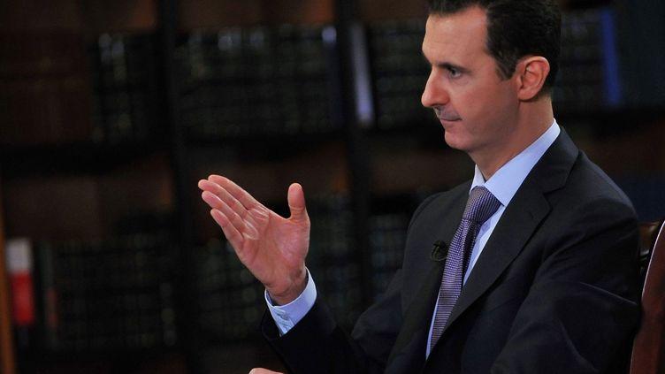 Le président syrien Bachar Al-Assad, interviewé par un journaliste italien dimanche 29 septembre 2013 à Damas (Syrie). (MAXPPP)