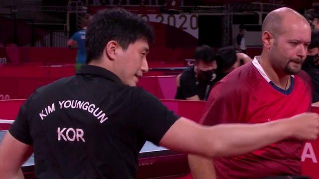Assurée de remporter, au minimum la médaille de bronze dans la catégorie Classes 4-5, l'équipe composée de Florian Merrien, Nicolas Savant Aria et Maxime Thomas s'est inclinée face à la Corée du Sud, en demi-finale, 2-0. Pour le deuxième match Maxime Thomas s'est incliné 3 sets 0, 11-9, 11-2, 11-5.