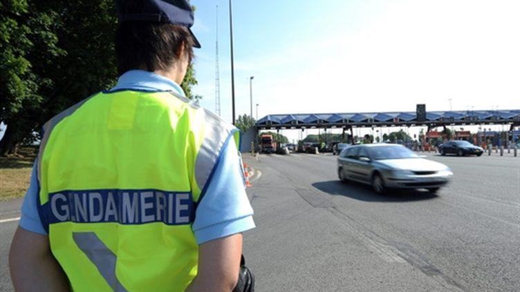 Un gendarme posté près d'un péage (archives) (AFP / Denis Charlet)