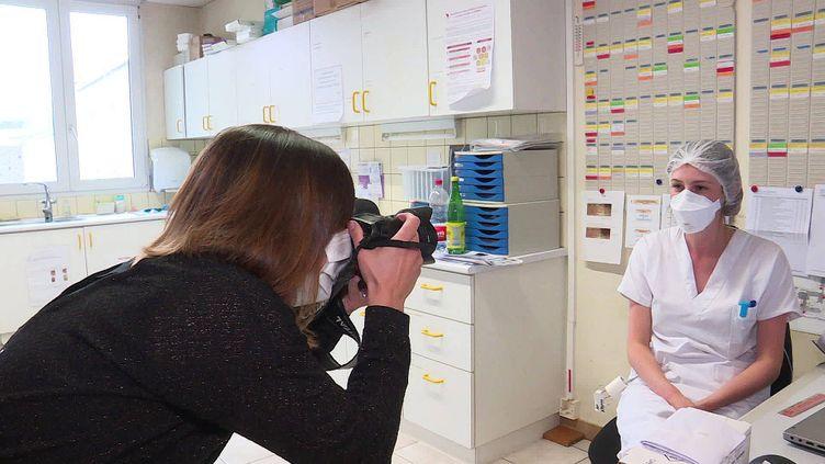 Vanessa Braunstedter, photographe-infirmière fixe le quotidien des soignants à l'hôpital de Mulhouse (France 3 Alsace)
