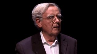 Bernard pivot sur scène, un exercice qu'il apprécie particulièrement.  (France 3)