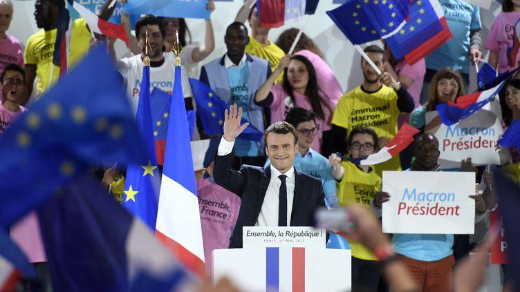 Emmanuel Macron, en meeting à Paris, lundi 1er mai 2017. (ERIC FEFERBERG / AFP)