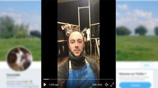 Capture d'écran de la vidéo diffusée parSébastien Delva, sur son compte Twitter, dans le cadre duMilk Pint Challenge. (RADIO FRANCE / FRANCEINFO)
