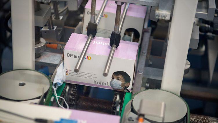 Une chaîne de production de l'usineKolmi-Hopen, le 1er février 2020, àSaint-Barthélémy-d'Anjou(Maine-et-Loire). (LOIC VENANCE / AFP)