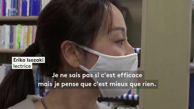 Une bibliothèque de Tokyo, au Japon, a installé une machine à Ultra-Violet, capable d'éliminer en 30 secondes 99,9% des micro-organismes pathogènes présents sur les livres. Son utilisation a triplé depuis le début de la pandémie de coronavirus.