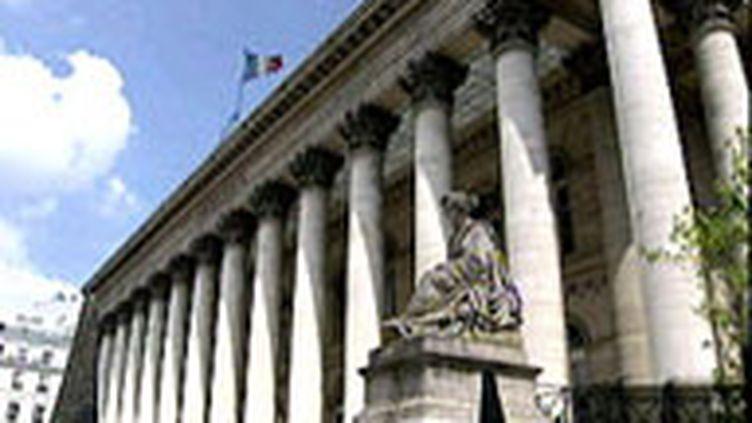 La bourse de Paris. Cette mesure ne vise pas à interdire les ventes à découvert à l'échelle européenne. (France 2)